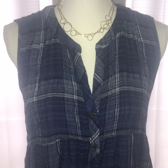 Knox Rose Tops - Knox Rose sleeveless button down. Size M